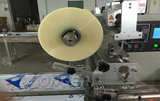 small cakes packaging machine